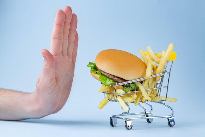 cholesterin-behandlung-fastfood-burger-essen-pommes