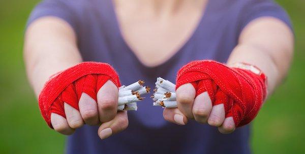 rauchen-sport-faust-zigaretten